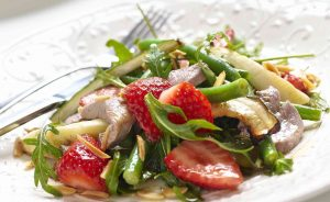 crispy duck salad strawberry vinaigrette