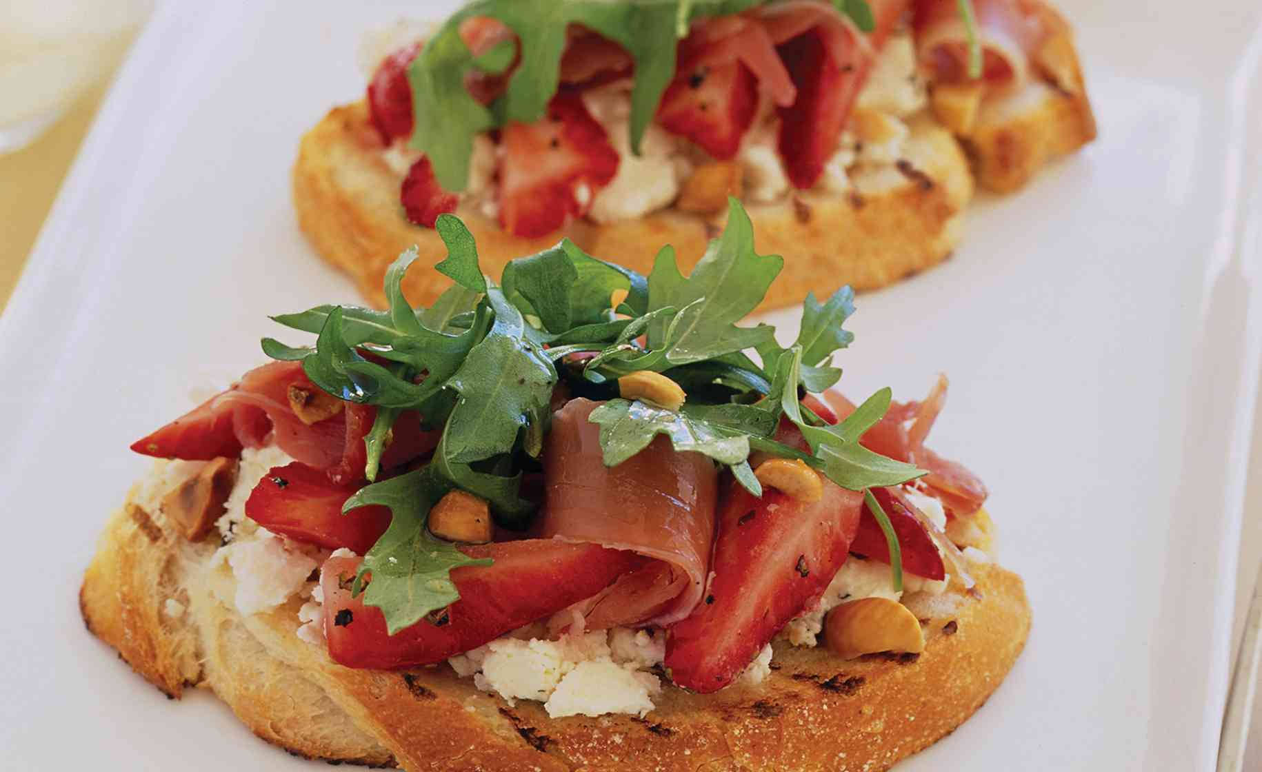 strawberry feta prosciutto bruschetta