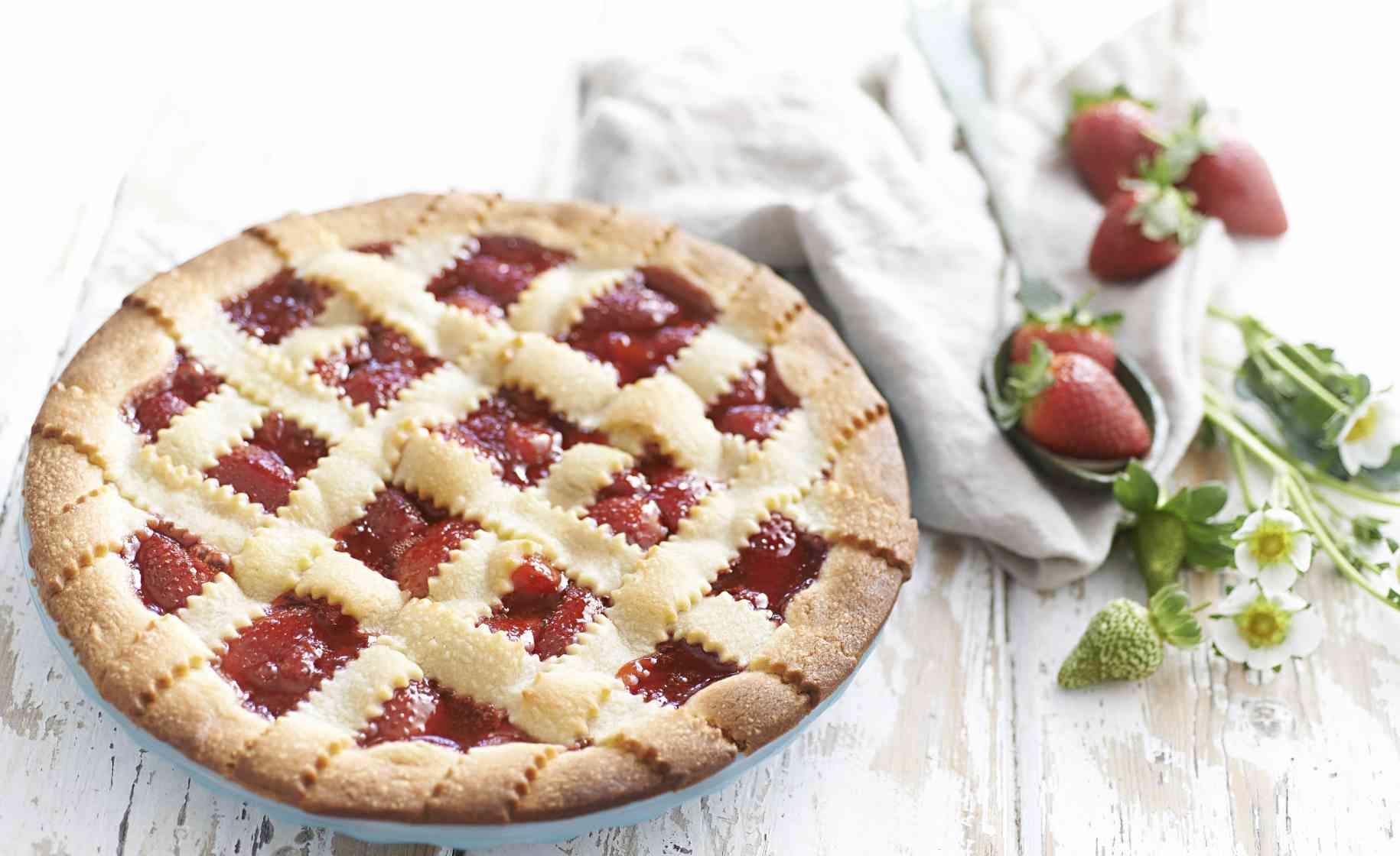 summer strawberry pie